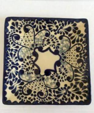 Plato cuadrado Talavera elaborado en cerámica de alta temperatura