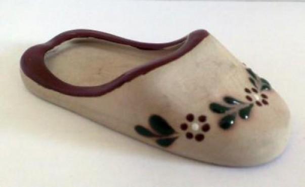 Cenicero Pantufla elaborado en cerámica de alta temperatura