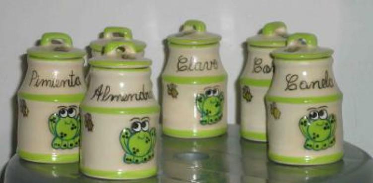 Especieros de cerámica elaborados en alta temperatura.Contenedor de especias
