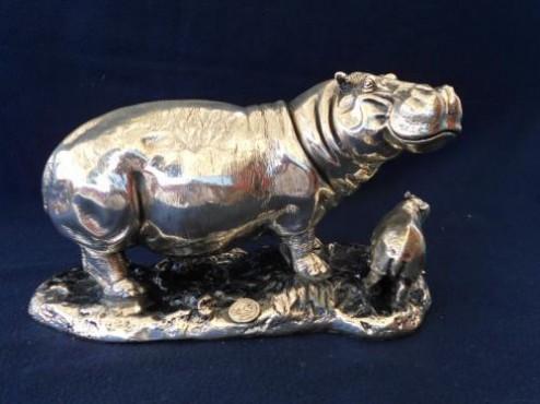 HIPOPÓTAMO CON CRÍA en artesanias de plata