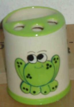 Porta-cepillo de rana elaborado en cerámica de alta temperatura
