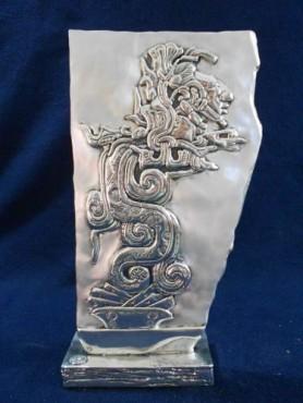 LÁPIDA DE la SERPIENTE EMPLUMADA, en artesanías de plata