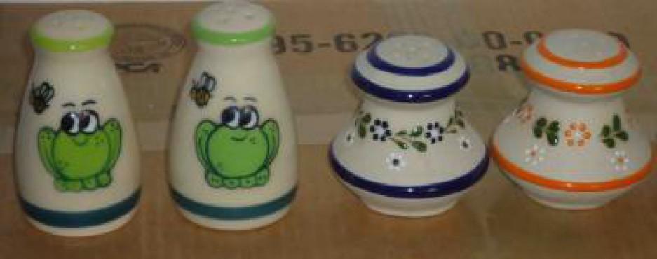 Salero Grande Decorado Rana/Punto elaborado en cerámica de alta temperatura