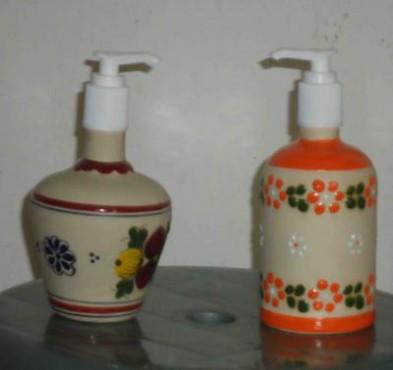Jabonera Líquida elaborada en cerámica de alta temperatura